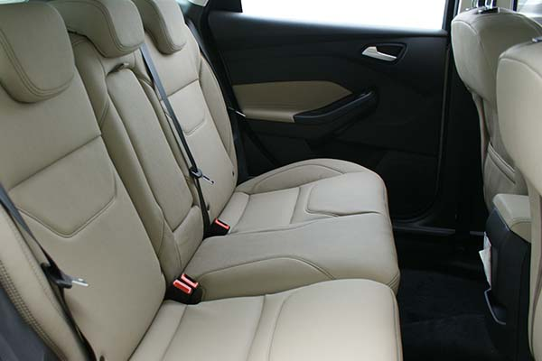 Ford Focus Alba eco-leather Pearl Achterbank