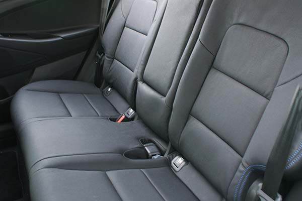 Hyundai Tucson Alba eco-leather Zwart Blauw Stiksel Achterbank