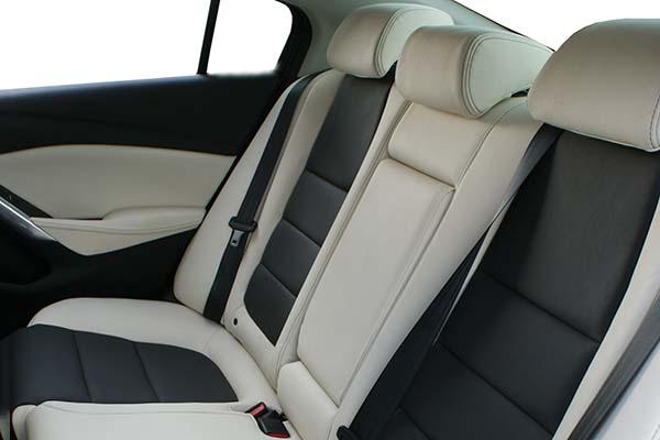 Mazda 6 Buffalino Leder Antraciet Wit Achterbank