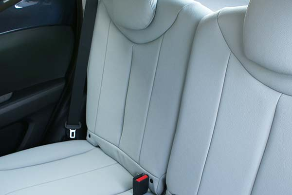 Toyota Aygo Alba eco-leather Titaniumgrijs Achterbank